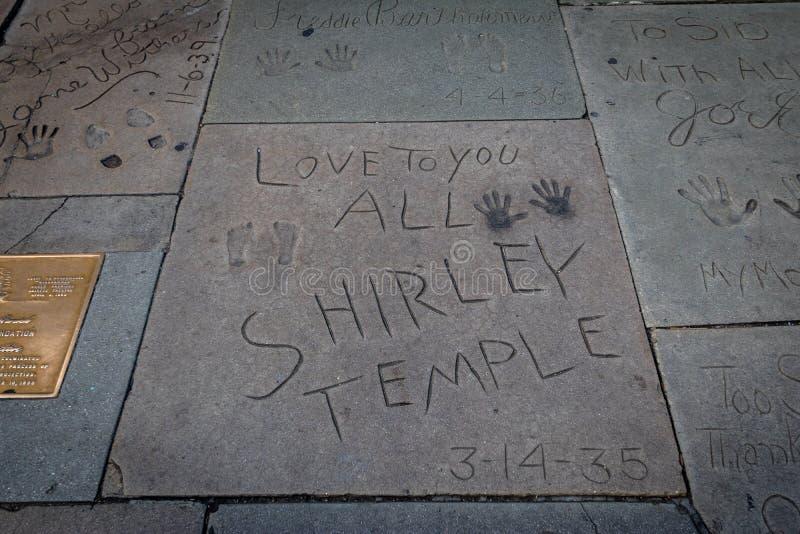 秀兰・邓波儿handprints在中国剧院-洛杉矶加利福尼亚,美国前面的好莱坞大道 库存图片