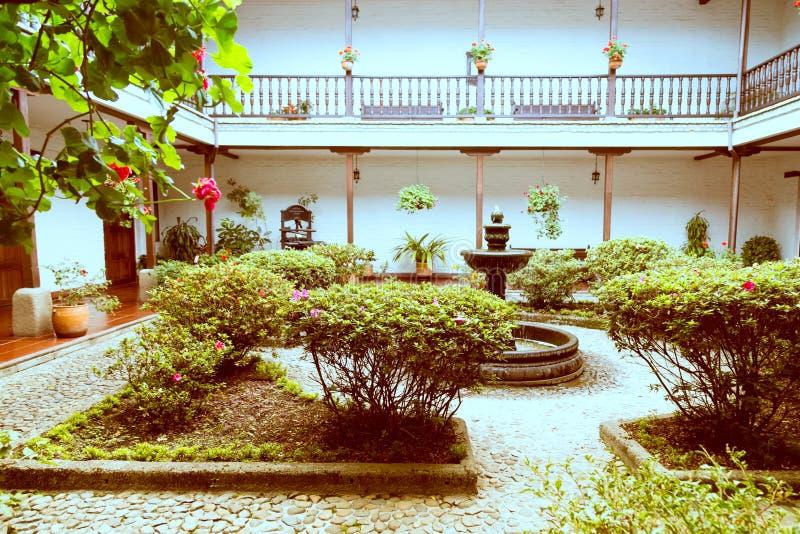 私有庭院在白色城市popayan哥伦比亚南美洲 免版税库存照片
