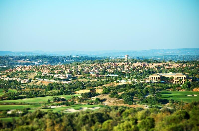 私有房子和高尔夫球场 免版税库存图片