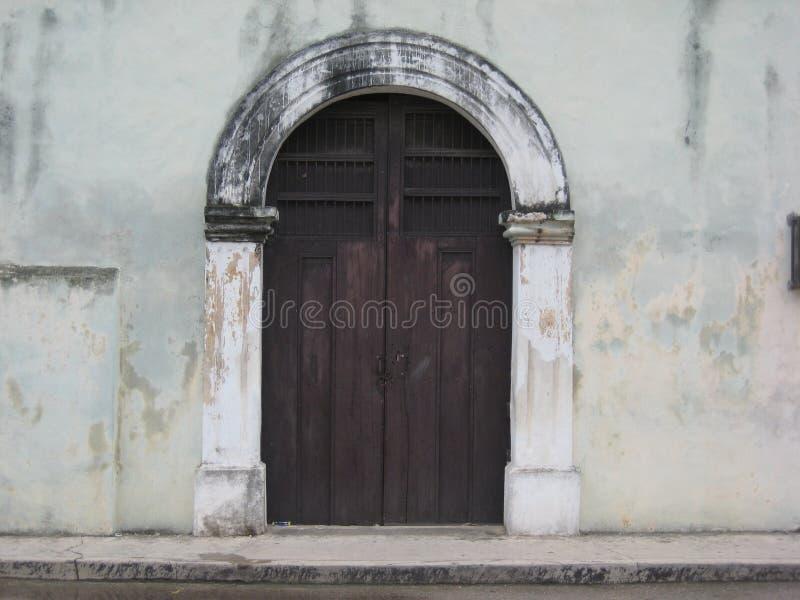 私有财产巴里阿多里德,Yucatà ¡ n,墨西哥正门  免版税库存图片