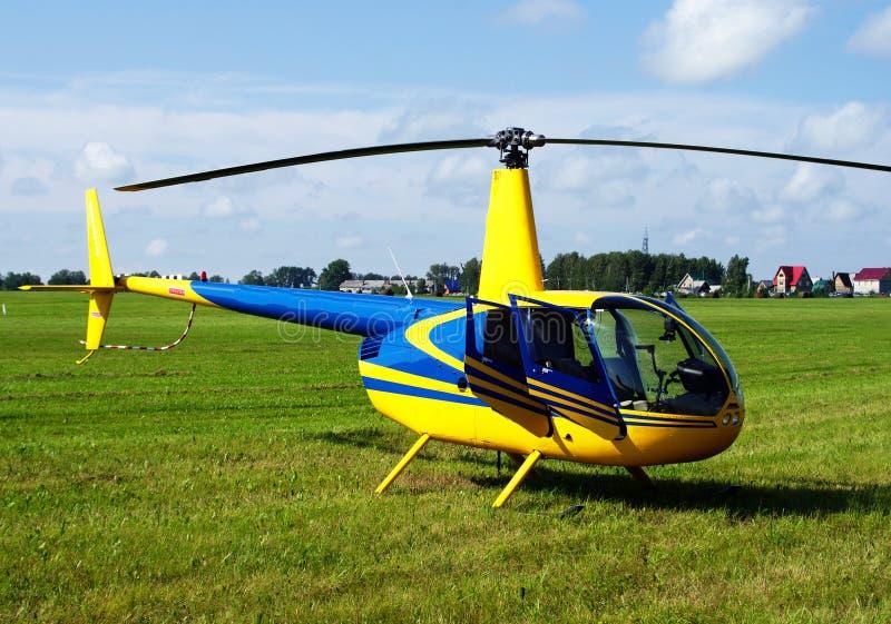 私有黄色直升机 免版税库存图片