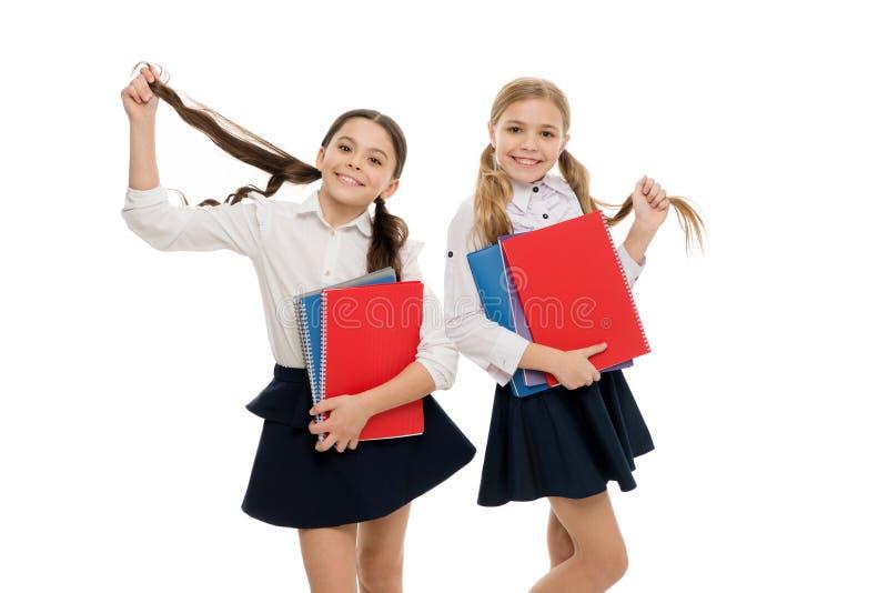 私立学校 我们爱研究 学习是乐趣 额外学校课程的购买书 运载课本的学生对学校 库存图片