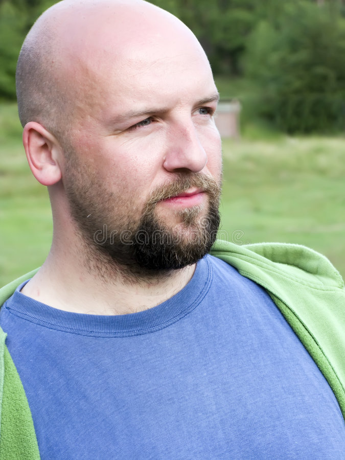 秃头有胡子的人纵向 图库摄影