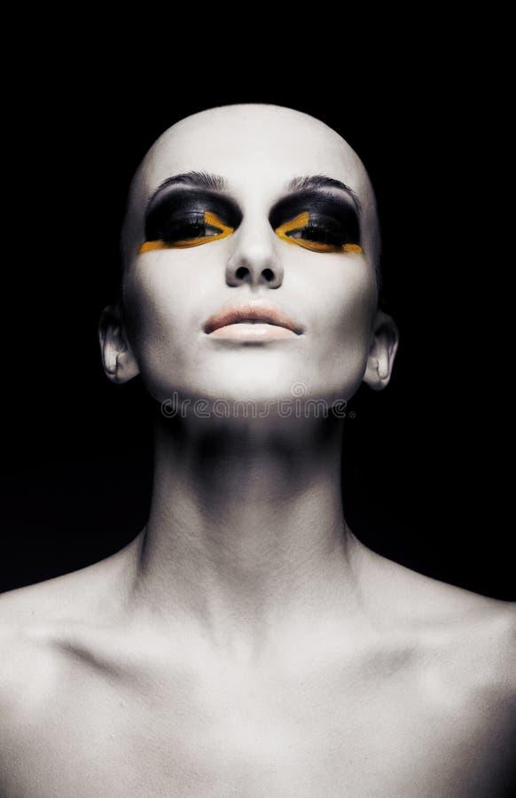 秃头未来派妇女-无胡子的题头。 方式 图库摄影