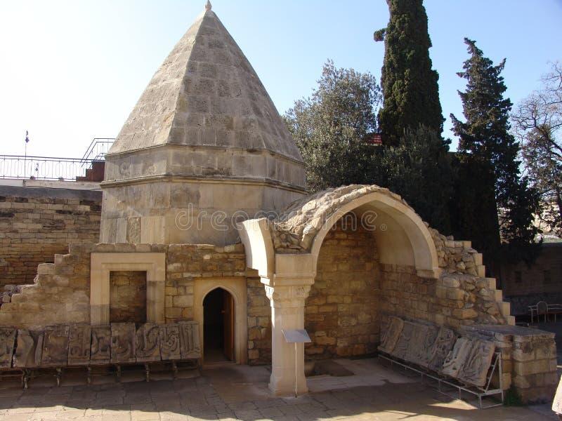 秃头 阿塞拜疆 Shirvanshahs宫殿和坟茔在老镇 图库摄影