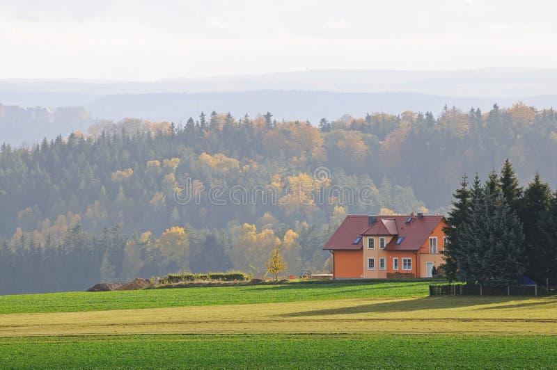 秋天偏僻房子的横向 免版税库存图片