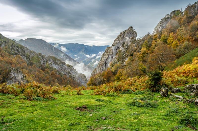 秋天克里米亚karadag横向山国家储备 库存图片