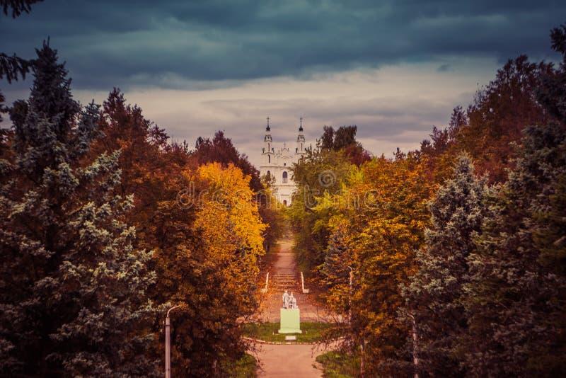 秋天公园和圣徒索菲娅大教堂 库存照片