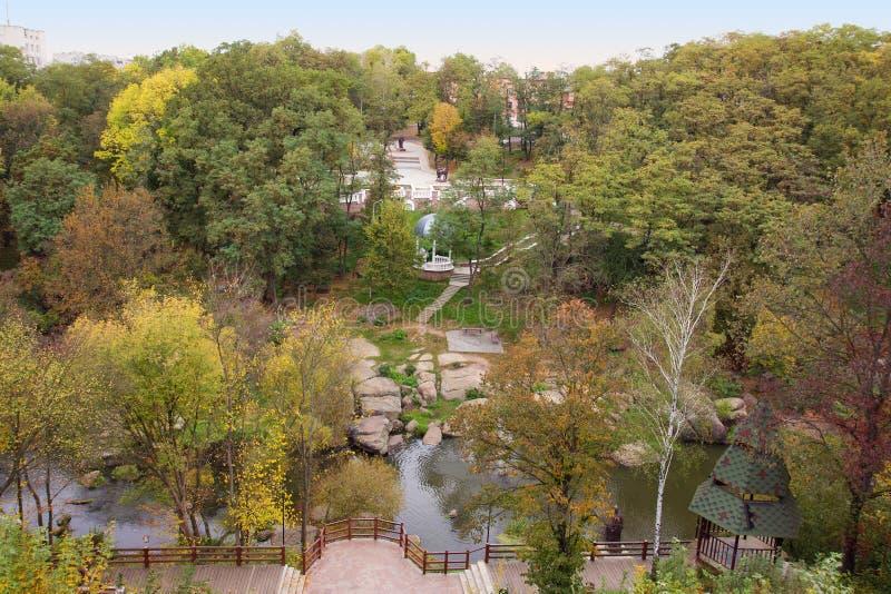 秋天公园的鸟瞰图 免版税库存图片