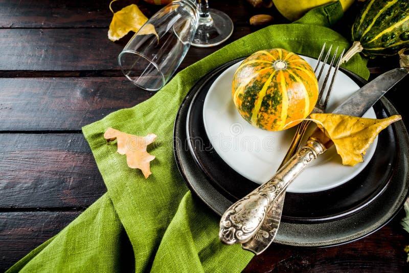 秋天和感恩桌设置 免版税库存图片