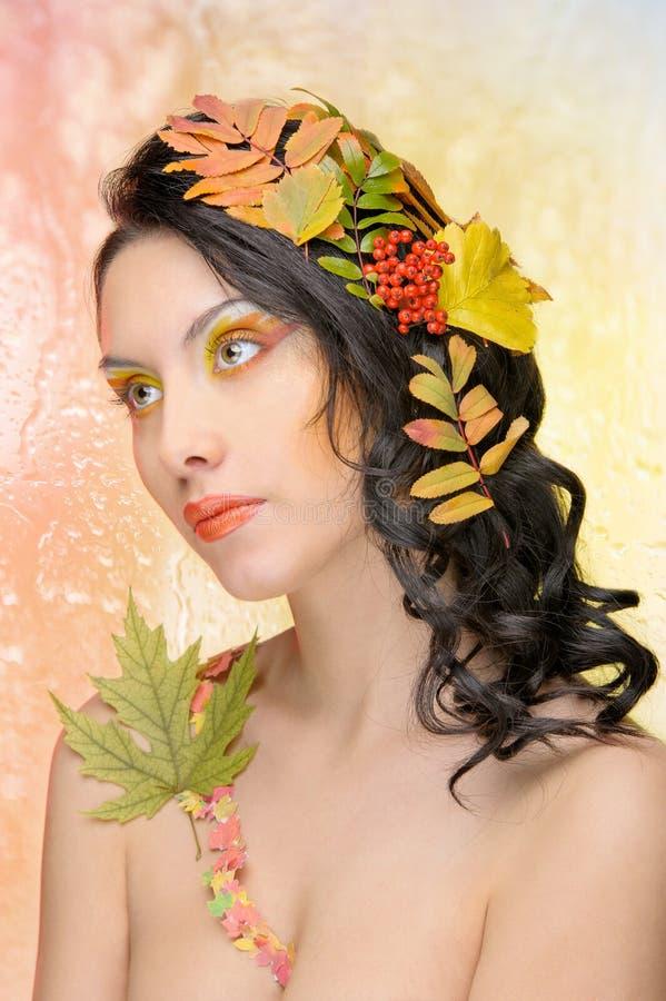 秋天图象的美丽的妇女。 美好的创造性的构成 库存图片