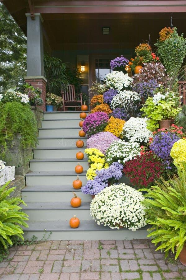 秋天在波特兰,缅因附近装饰了门廊 免版税库存图片