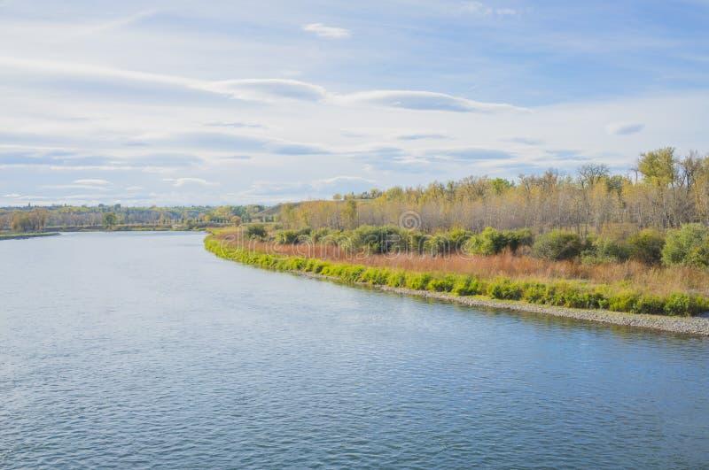 Download 秋天在鱼小河公园 库存照片. 图片 包括有 自治权, 地方上, 加拿大, 蓝色, 季节性, 本质, 小河 - 59108332