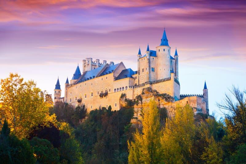 秋天塞戈维亚城堡黄昏视图  免版税库存图片