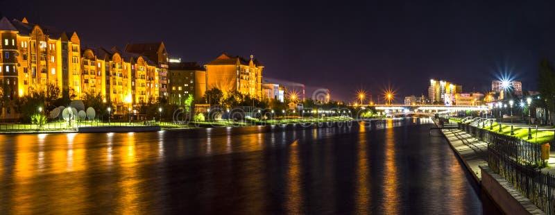 秋天夜在阿斯塔纳市 库存照片