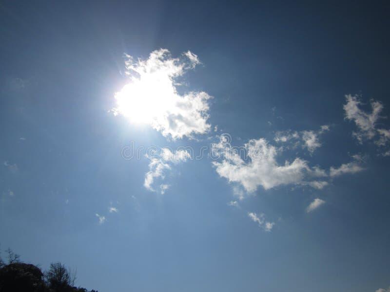 秋天天空云彩和太阳 库存图片