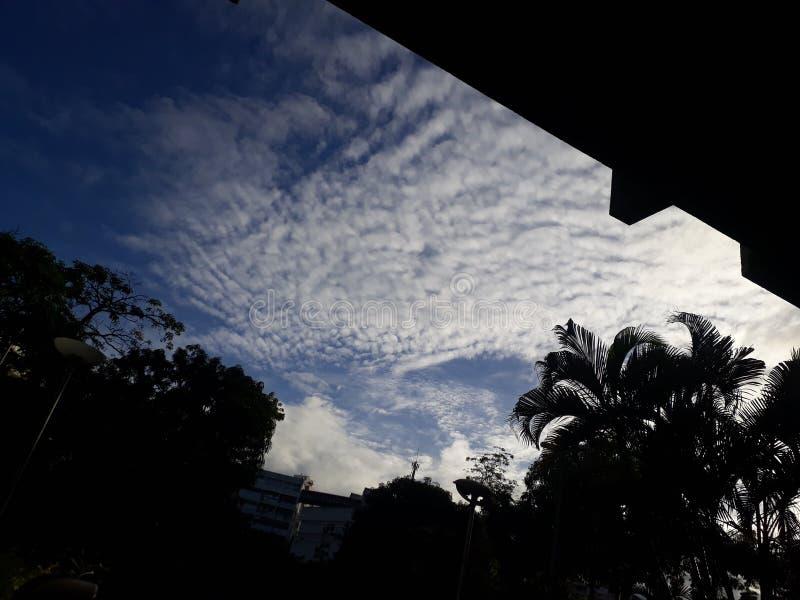 秋天天空怎么样? 库存图片