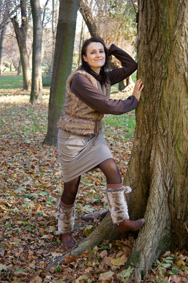 秋天妇女佩带的腿取暖器 库存图片