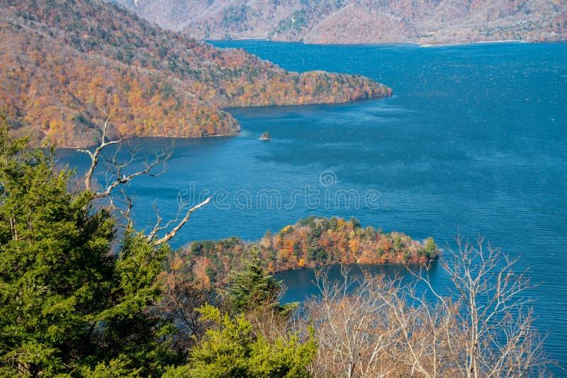 秋天季节的湖Chuzenji 图库摄影