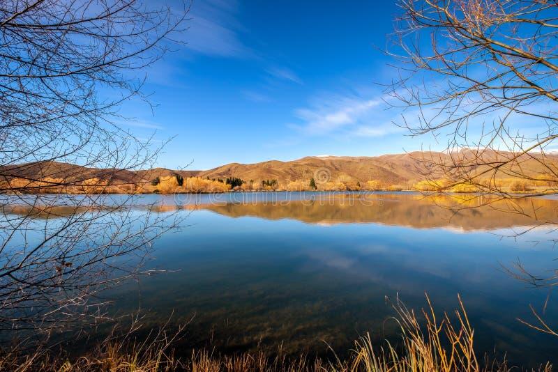 秋天季节镇静平安的自然场面在新西兰 免版税库存照片