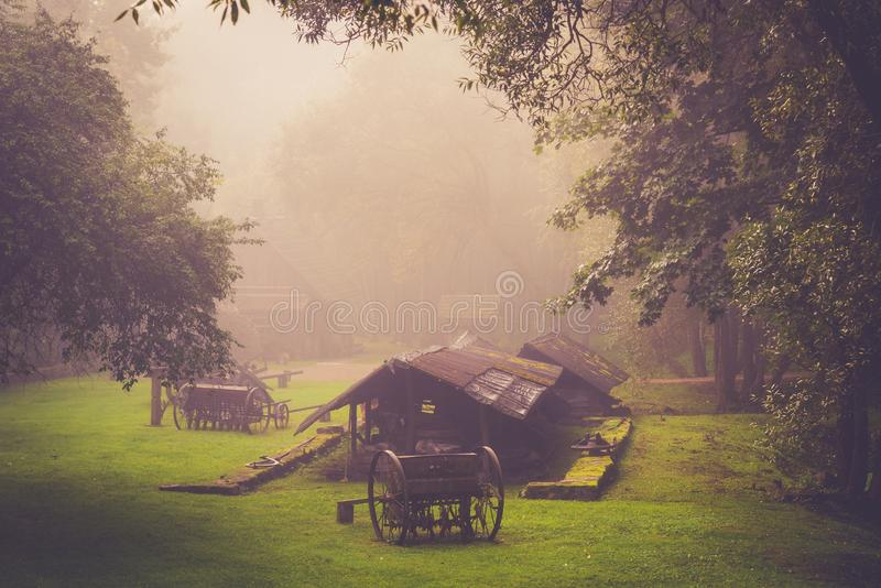 秋天日出乡下风景在立陶宛 免版税库存图片
