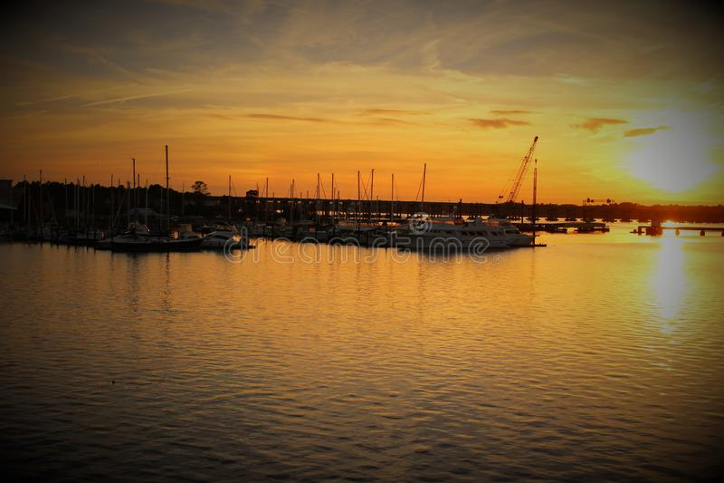 秋天日落在新的伯尔尼北卡罗来纳 库存图片