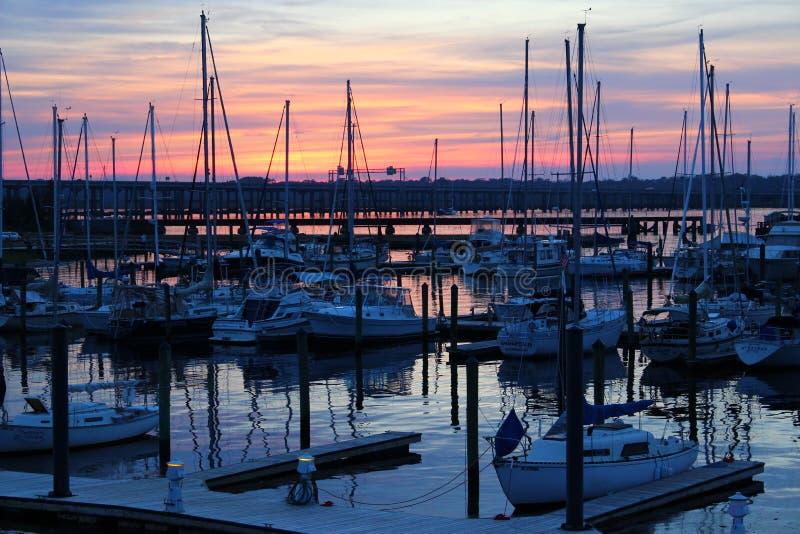 秋天日落在新的伯尔尼北卡罗来纳 库存照片