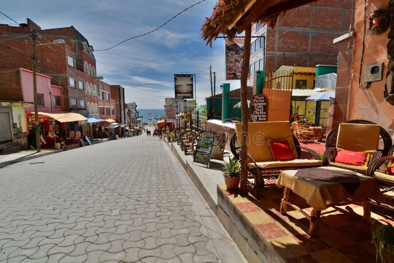 秋天日dongmen中间 copacabana 湖Titicaca 流星锤 库存照片