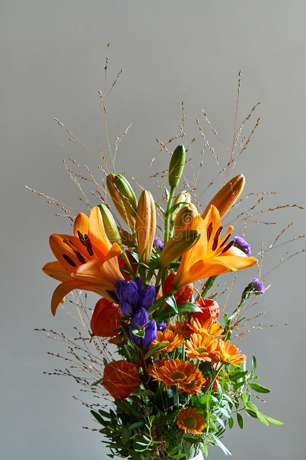 秋天晴朗的花花束 免版税库存图片