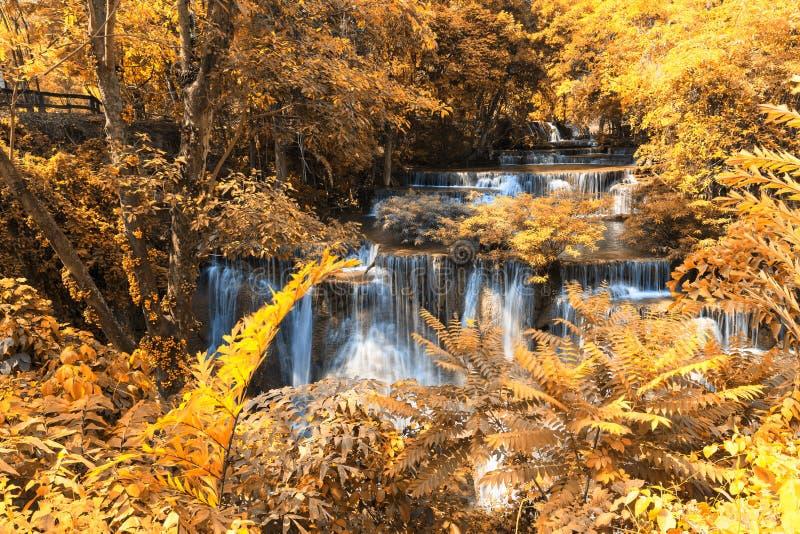 秋天瀑布在北碧,泰国 库存图片