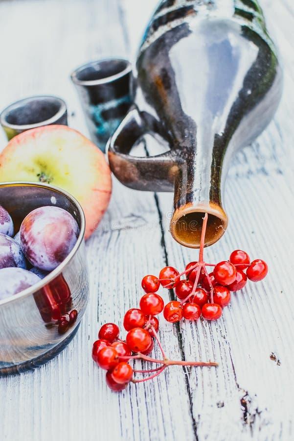 秋天物品,充分碗莓果 库存图片