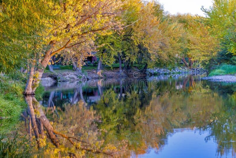 秋天的博伊西河与反射 库存图片