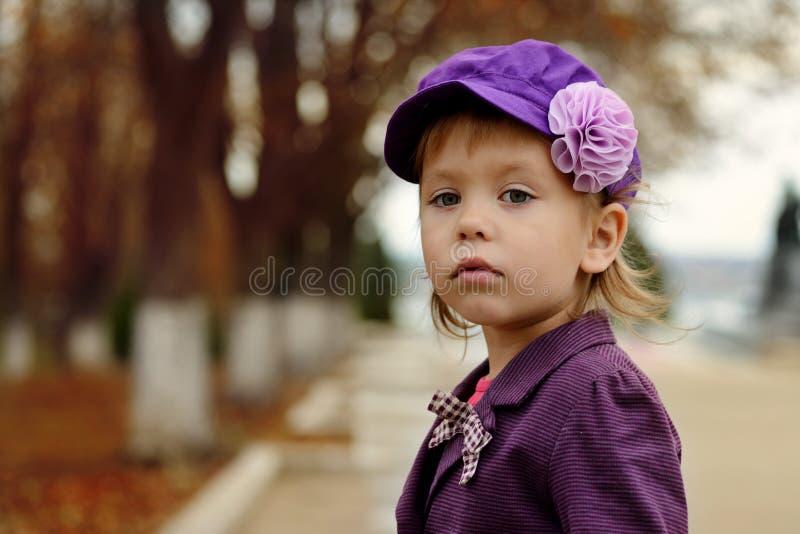 秋天的时尚女孩 库存照片