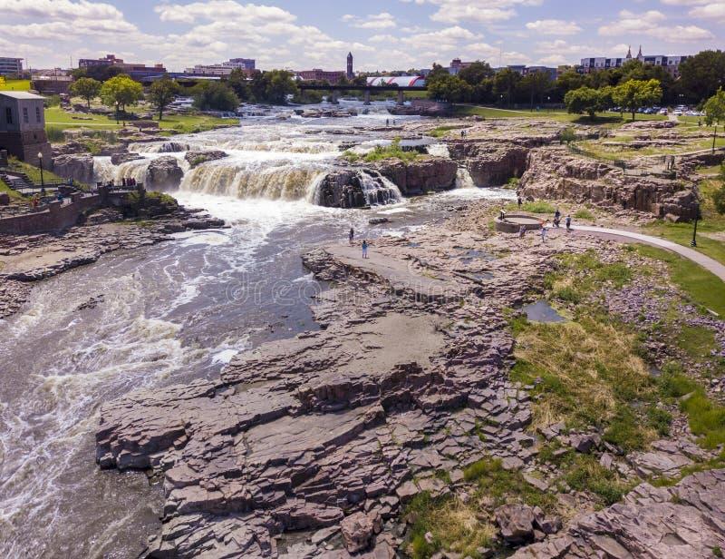 秋天的鸟瞰图在苏族瀑布,南达科他的 免版税库存图片