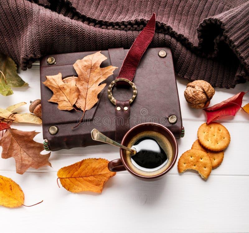 秋天秋天静物画杯子咖啡顶视图 库存照片