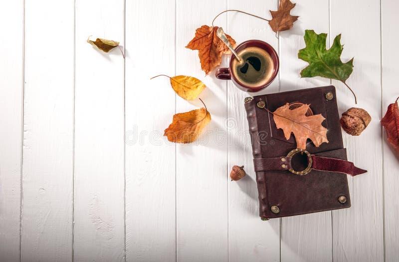 秋天秋天静物画杯子咖啡顶视图 免版税图库摄影