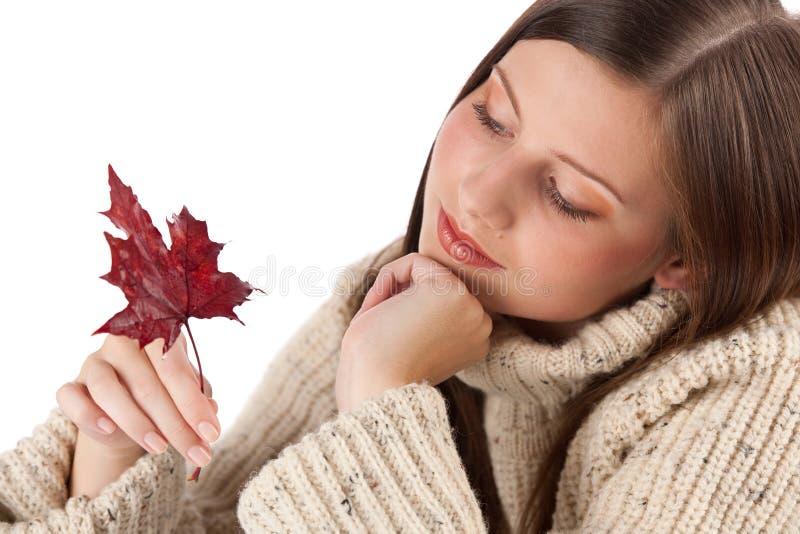 秋天美丽的叶子纵向妇女 免版税库存照片