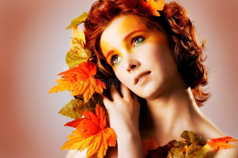 秋天美丽的女性纵向 库存照片