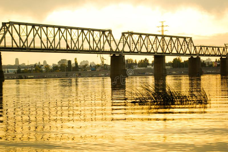 秋天美丽的湖 免版税库存图片