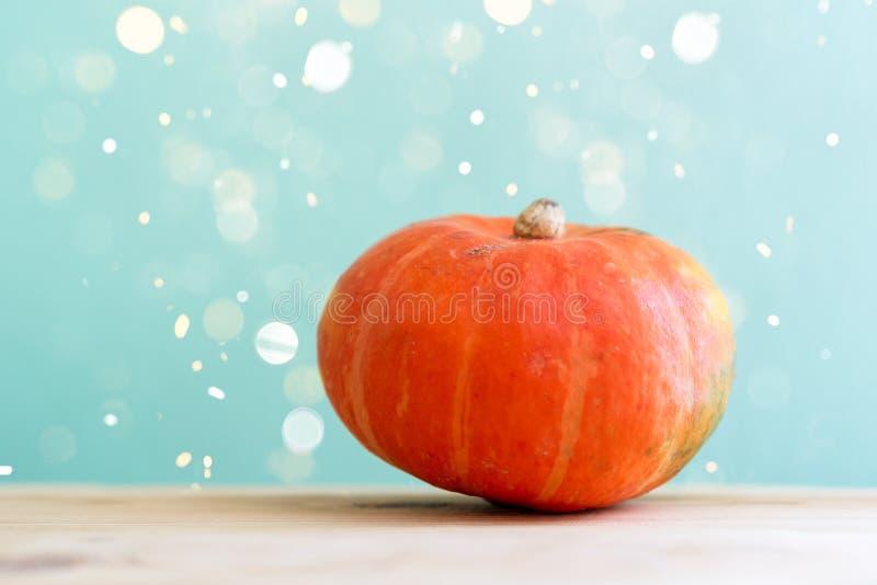秋天装饰,在木桌上的南瓜 图库摄影