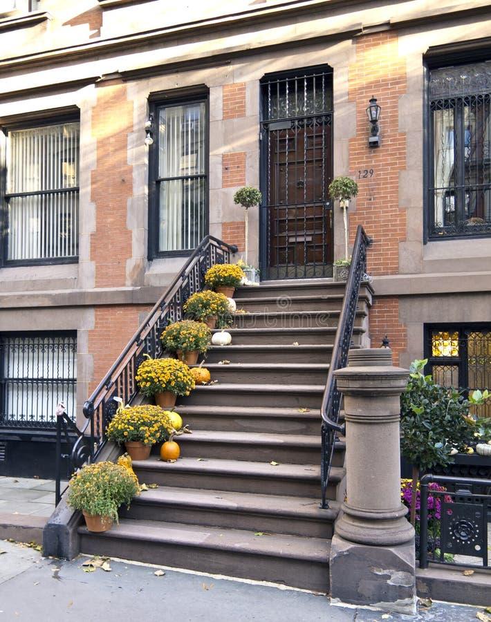 秋天褐砂石城市纽约 免版税库存图片