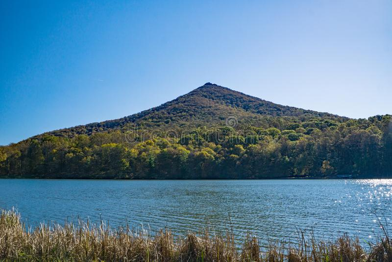 秋天视图锋利的顶面山 图库摄影