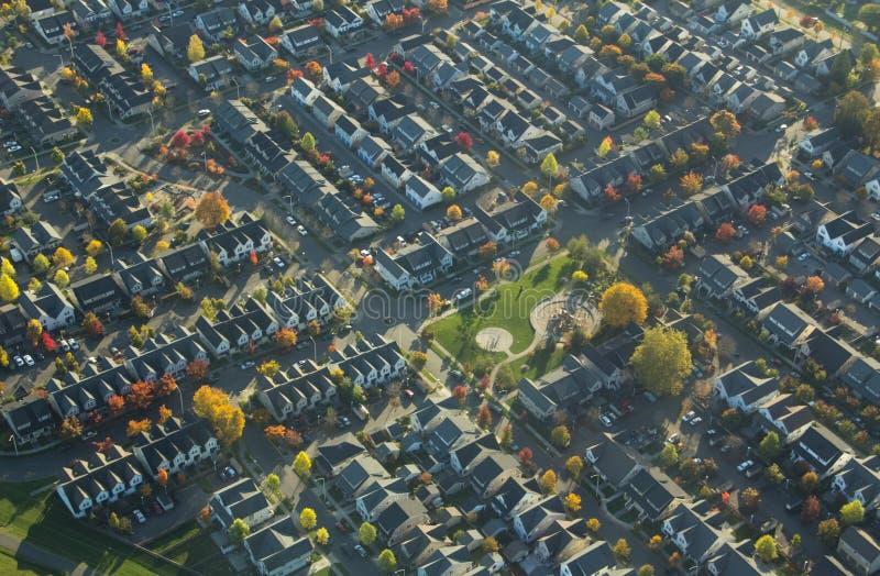 秋天郊区的附近地区公园 图库摄影