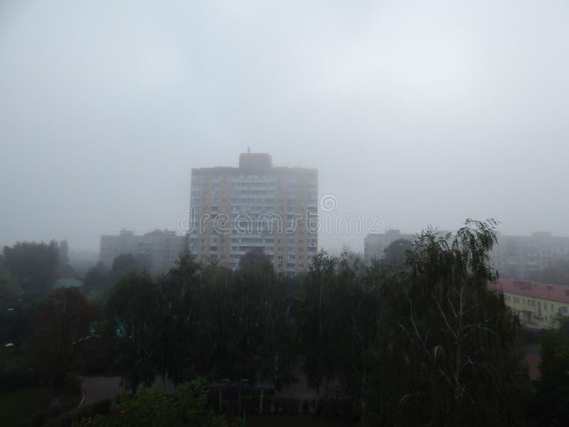 秋天雾早晨上面 免版税图库摄影
