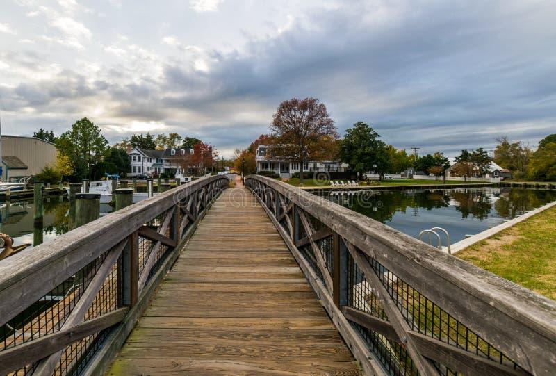 秋天颜色切塞皮克湾岸和港口圣的Michaels 免版税库存照片