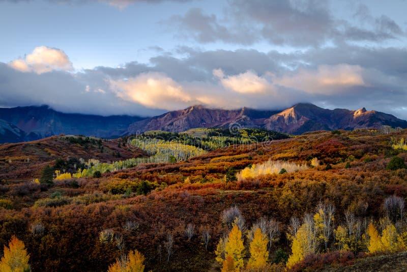 秋天颜色在科罗拉多圣胡安在李奇微和碲化物附近的 图库摄影