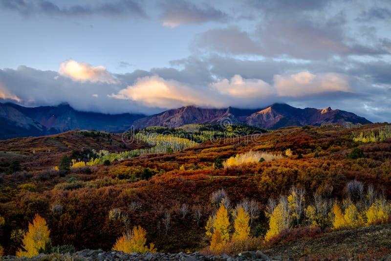 秋天颜色在科罗拉多圣胡安在李奇微和碲化物附近的 免版税库存照片