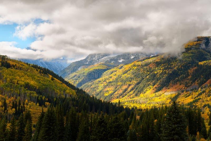 秋天颜色在水晶磨房城市,科罗拉多 库存图片