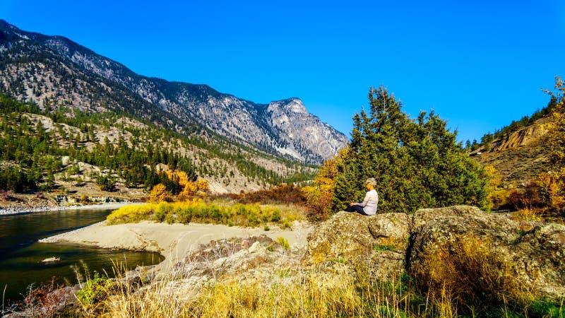 秋天颜色汤普森河在BC加拿大 免版税图库摄影
