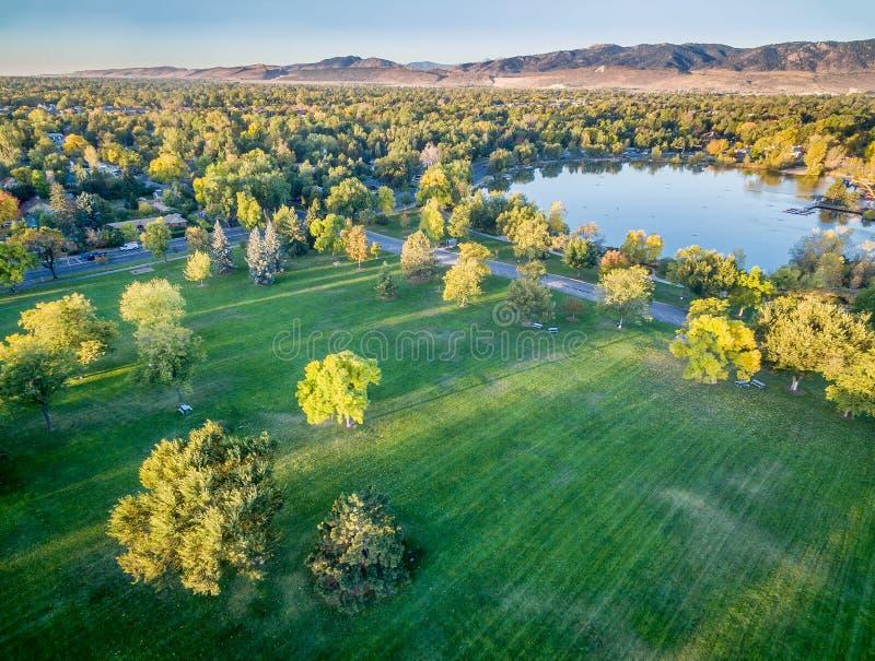 秋天颜色的公园-鸟瞰图 免版税库存照片